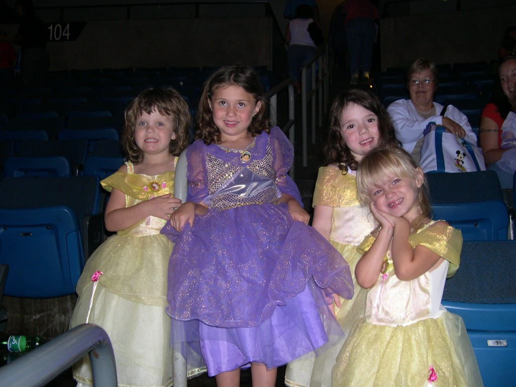DisneyPrincesses_OnIce2006