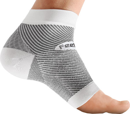 Feetures PF Sleeve Run DMTs Mother Runner Holiday Gift Guide
