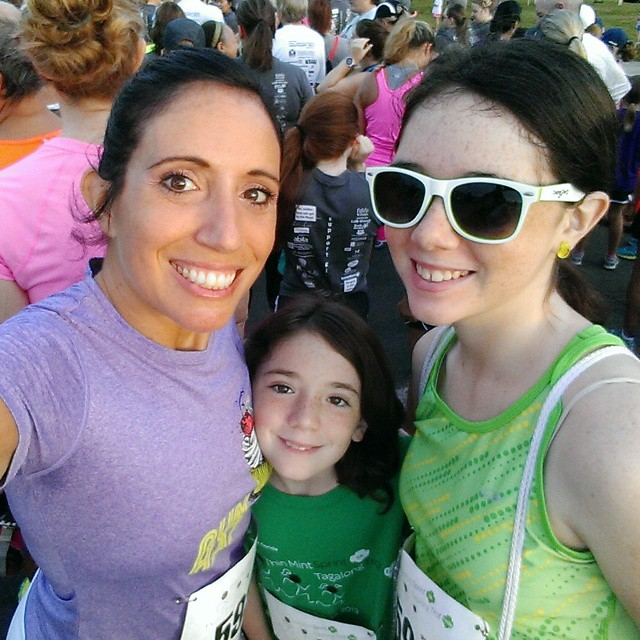 Ready to run the @gswcf #ThinMintSprint! @tbbloggers  #willrunforcookies #FitFluential #sweatcheck #sweaforsweets #FFcheckin #fitkids ##fitmomsrock #FFkids #FitFamily #momswhomove
