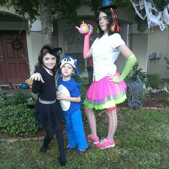 A black cat, #Sonic the Hedgehog, and the Mad Hatter's Daughter are ready for #Halloween! #HappyHalloteen
