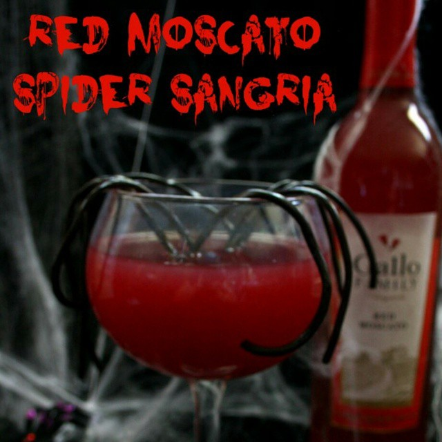 This Red Mocasto Spider Sangria should lift your spirits this #Halloween. Pick up some @gallofamily Red Moscato and make this simple #cocktail tonight. Find the recipe on #RunDMT. (Link in my profile.) #SundaySupper #spider #sangria