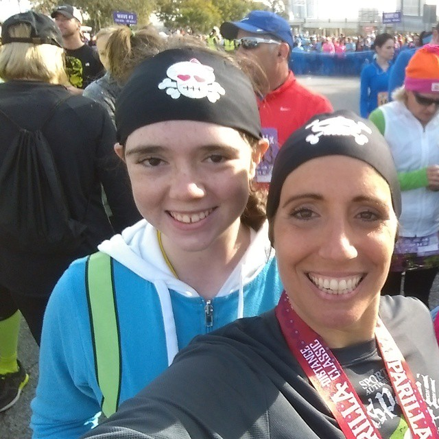 At the #GasparillaDistanceClassic #5K start line with my daughter @artgirl1101. #fitfamily #fitkids #FFkids #fitmomsrock #fitmom #momswhomove #momwhorun #momswhoinspire #FitFluential #SweatPink #instarunners #Tampa #TampaBayBloggers #Gaspariila #runTampa #runhappy #happypace #smile