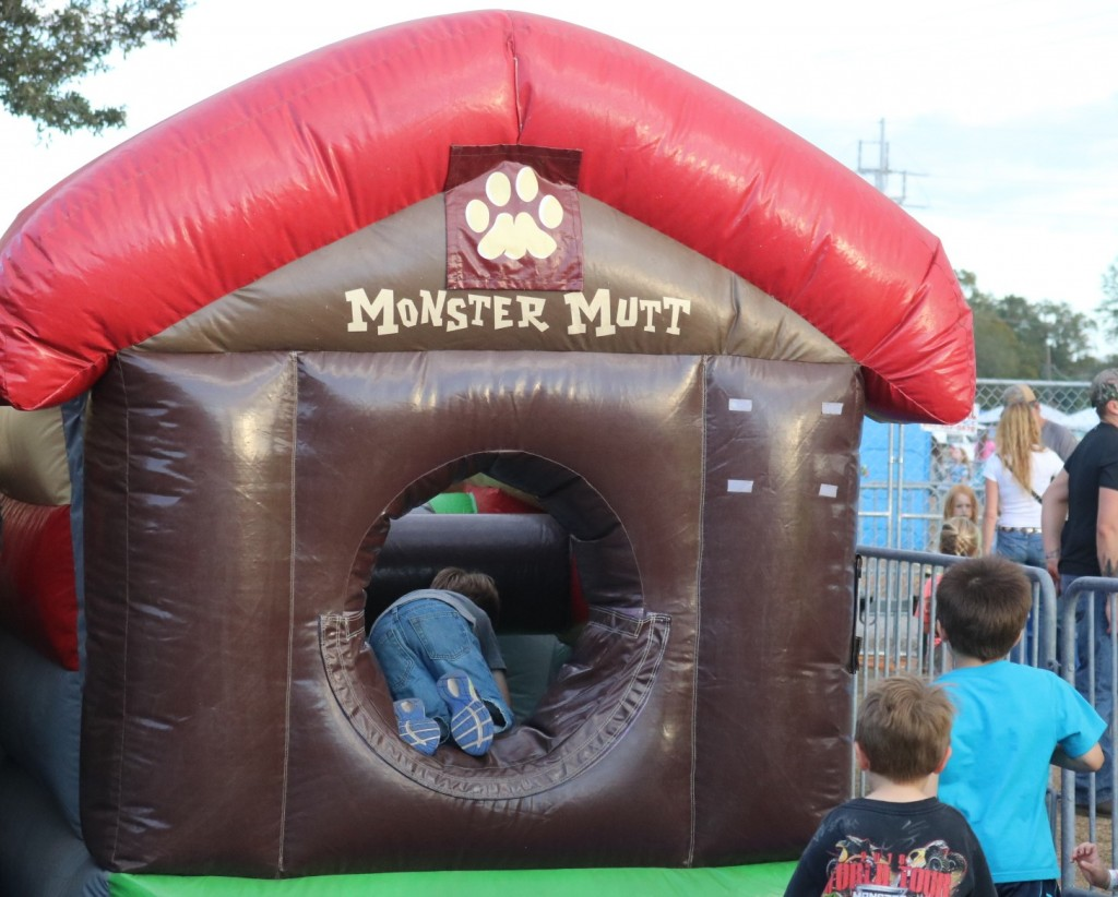 Monster Mutt Inflatable - Party in the Pits
